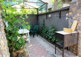1 комнатная с двориком - Евпатория  цены посуточно аренда частный сектор 1 комнатная с двориком