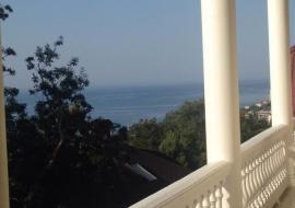 Первый этаж трехэтажного частного дома - Крым  Дом Гаспра посуточно