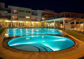 гостиничный комплекс с бассейном  - Крым Песчаное гостевой дом с бассейном