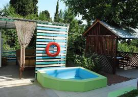 Недорогой отдых в Алуште  Ветерок - Алушта  частный сектор  двор